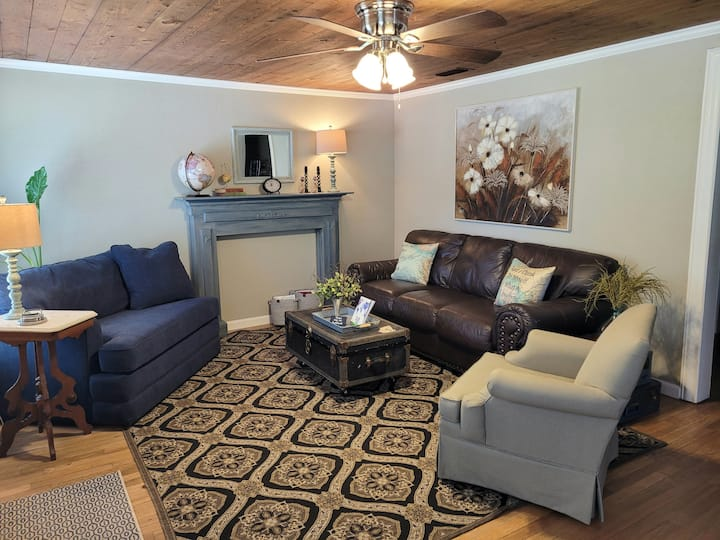 The Compass North - Relaxing comfort in S'ville