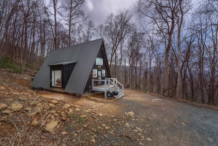 Spacious A-Frame! 15 min. From Downtown Asheville!