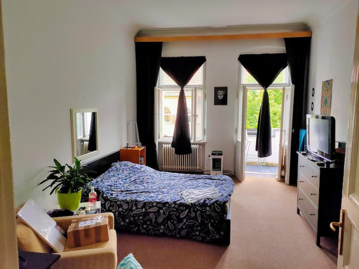 Big fully equipped room in a warm room - Neukölln