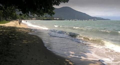 Chalé pé na areia com vista para Ilha Bela