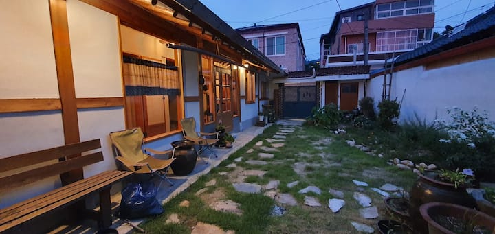 혼자 고즈넉히 지낼 수 있는 무아한옥 게스트하우스 -싱글룸 ( 요천방 )