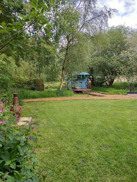 Shepherd's Hut 'Bramble' with great facilities