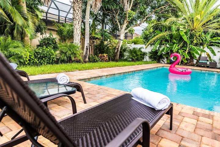 563 Park Place | Palm Villa - Minutes to Beaches