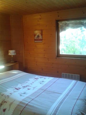Chambre 1 -1 lit double 140×190cm