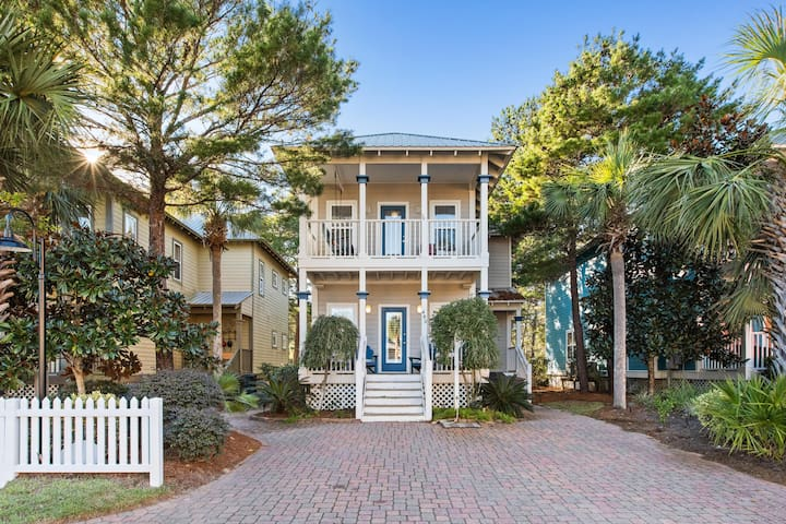 NEWLY RENOVATED HOME! WALK TO THE BEACH! 10 BEDS!