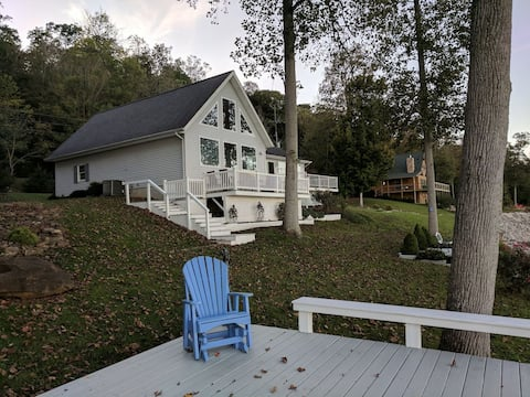 Ohio River Retreat (Relax Riverside With Us)