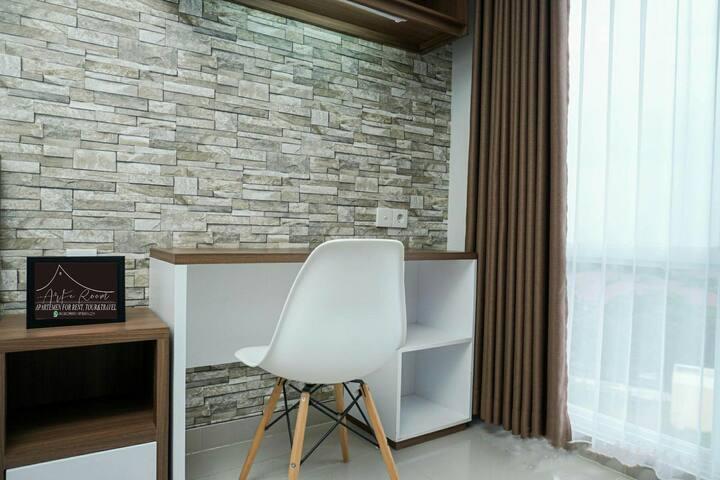 Meja Kerja dan Tempat Duduk