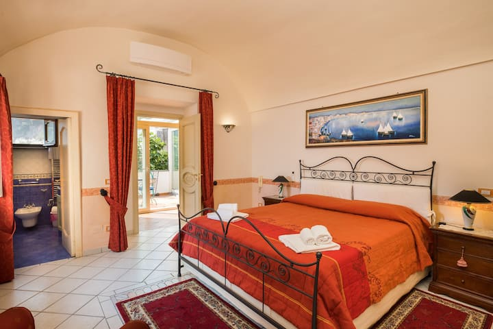 ILARY HOUSE luxury apartment in Positano