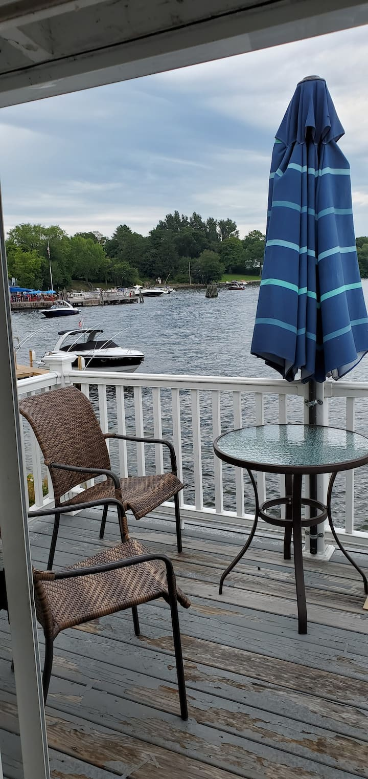 Y7 Amazing 1 Bedroom Condo on Lake Winnipesaukee