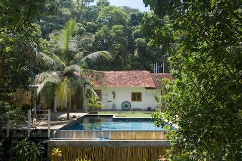 Вилла Oceanfront Jungle Rustic Villa @TheSkippersEscape