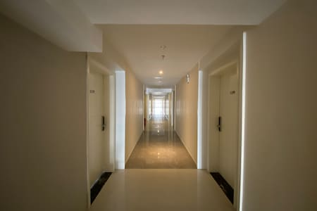通向公寓的走道