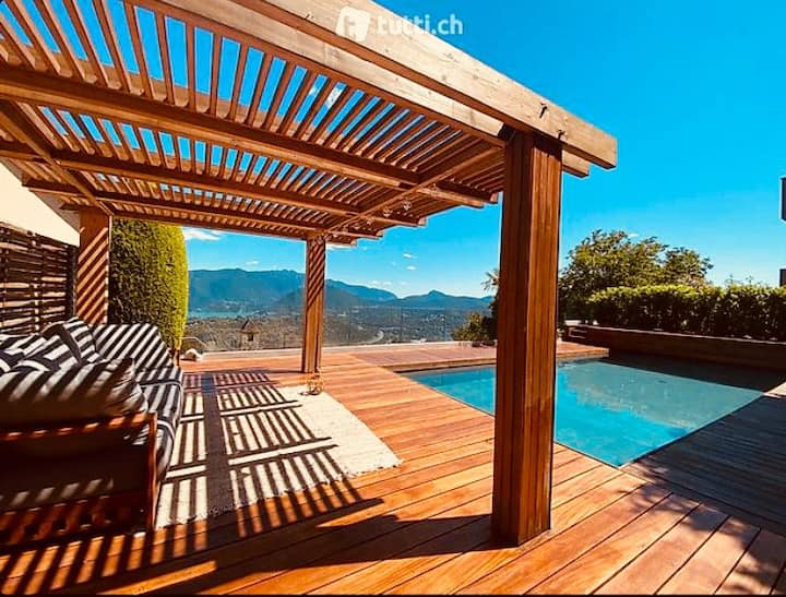 Private part of villa with 😇 view and heated pool