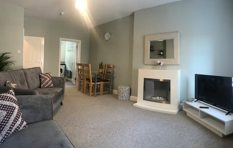 Contemporary Town Centre 2 bedroom Flat