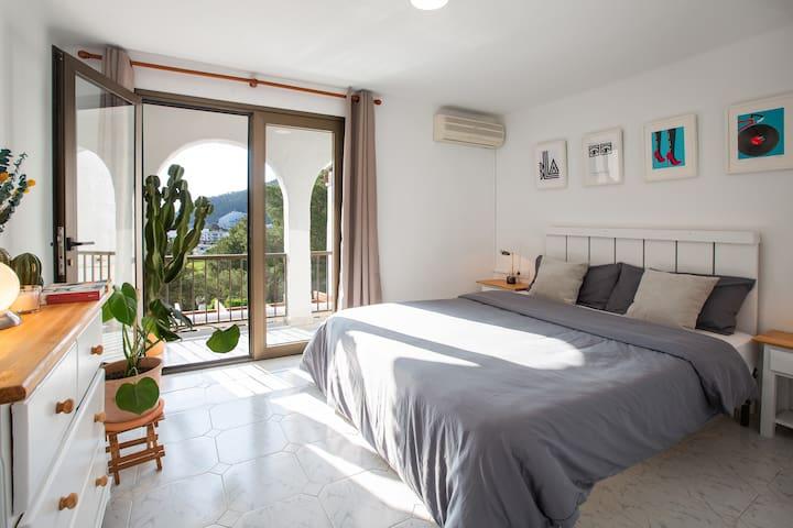 Habitación principal con terraza y vistas al mar - Cama de 160cm - Aire acondicionado - Calefacción - Televisión