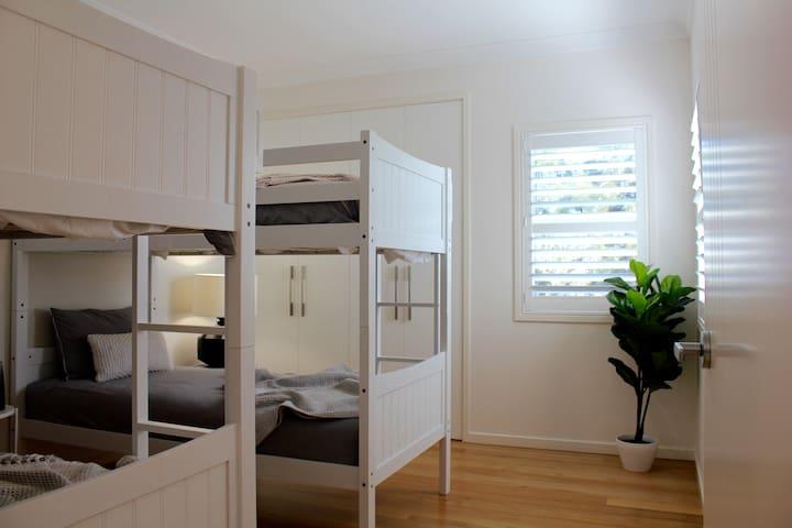 Third bedroom with 2x bunk beds (total 4 beds)