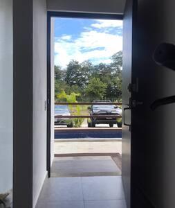 Entrance door: 100cm / 39.37 inches wide