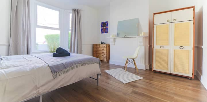 **DISCOVER ST JOHNS, CO-LIVING IN HARLESDEN NW10**