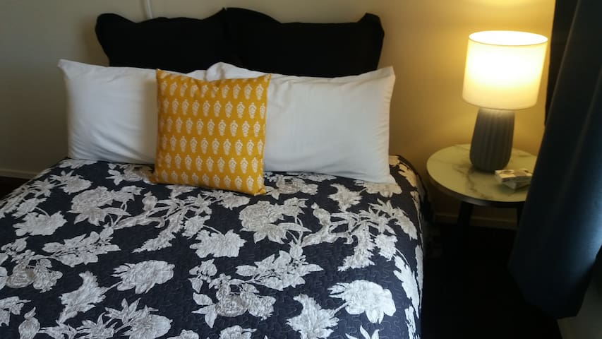 Snow Cottage BnB - Cosy room with a double bed A