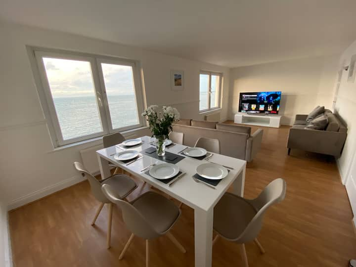 Capstone View - Sea View Penthouse Flat, 2 Floors