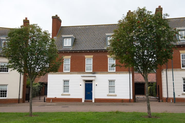5 Bed House Chelmsford Essex by Space Apartments