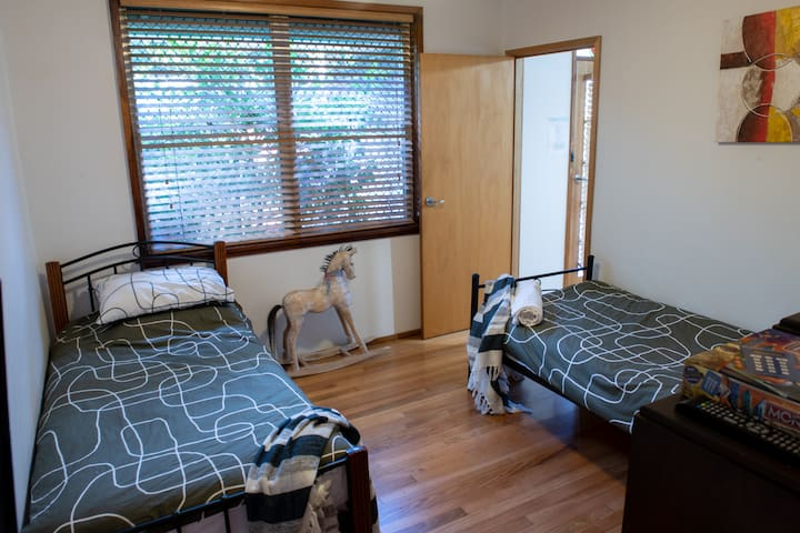Horse Room with HD Smart TV/DVD player with Disney, Netflix and Stan.