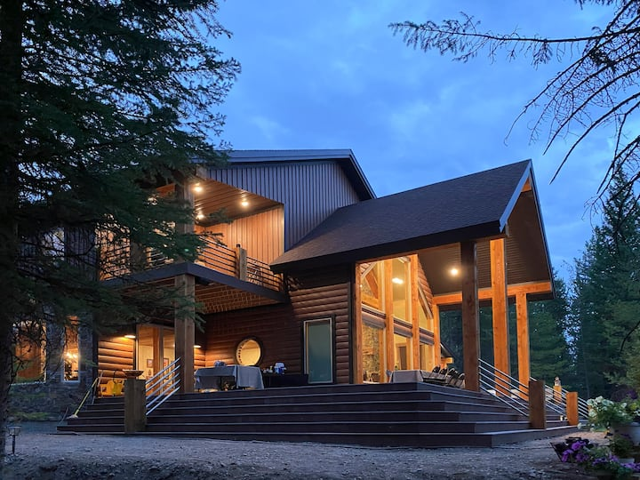 Upscale Riverfront Getaway in the Forest ~ NearYNP