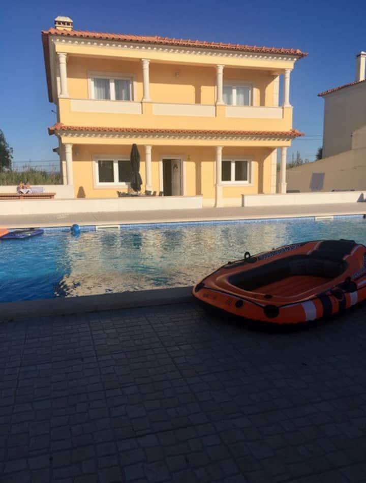 Casa Vivenda Vala, beautiful villa w/ heated pool