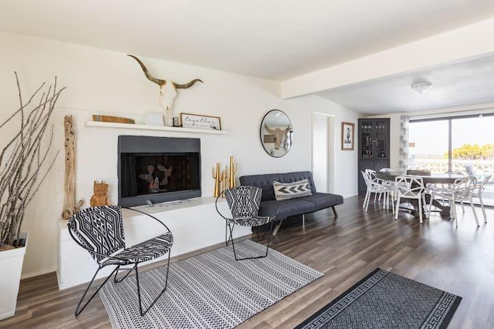 sitting area / dining room