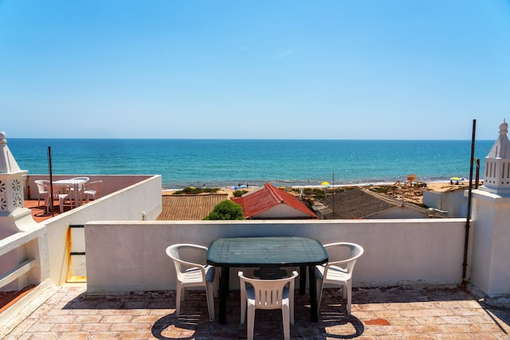 Coralya Room!! Faro Island, Beach & Ocean View!!