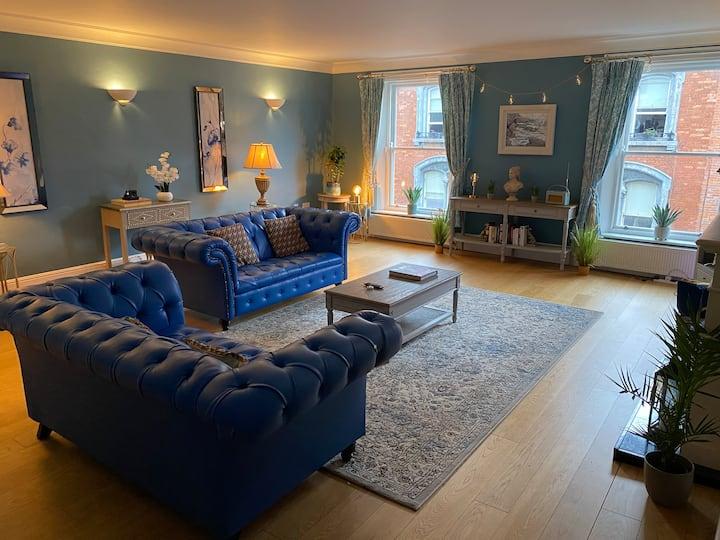 Private bedroom in Luxury   apartment