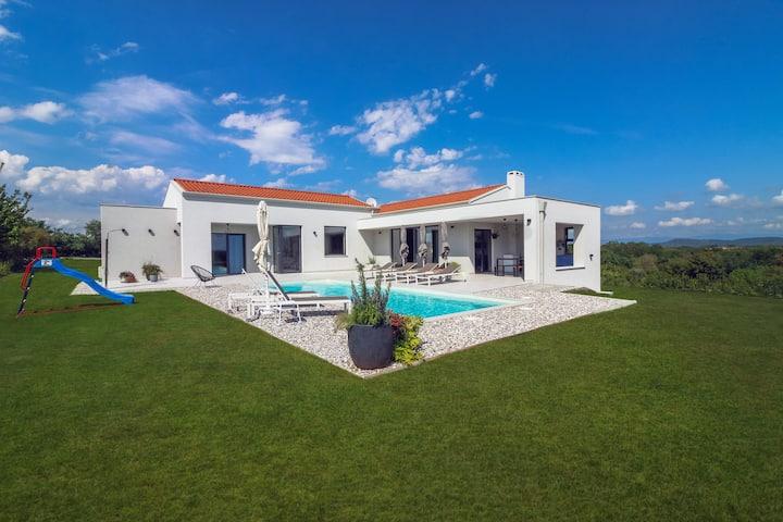 Moderna, novoizgrađena Villa Una Sofia