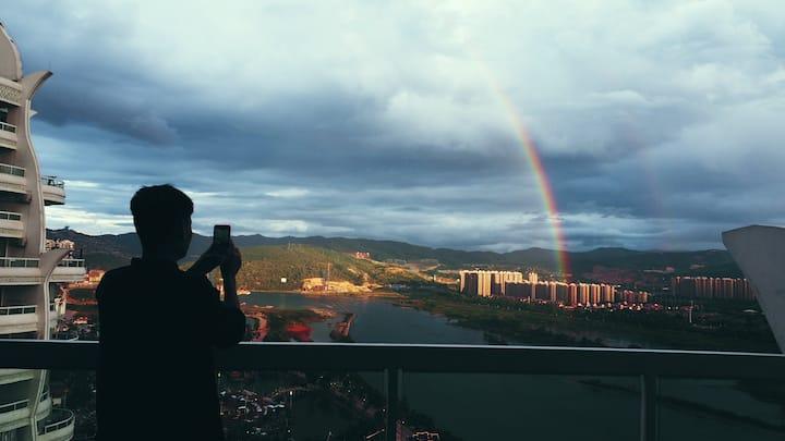 【告庄西双景.高层超大阳台.一线全景江景】特惠7折❤免费接机❤投影电影❤下楼就是大金塔·星光夜市