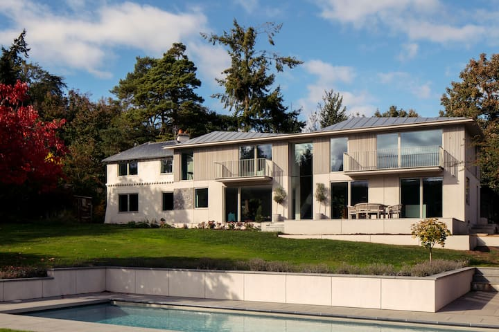 Large luxury house & pool in Henley on Thames