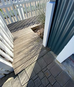 Access next to the garage entrance to the front door