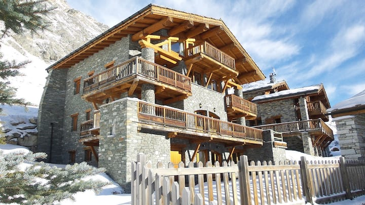 Large Val d'Isere Chalet ideal for groups up to 25