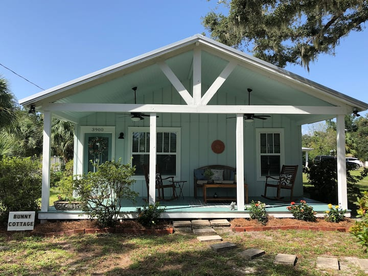 Bunny Cottage, a Cozy Home in St Andrews, PC, FL