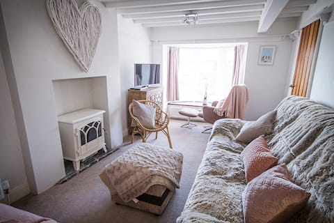 New 2020: Beach front cottage Sleeps 6 🐕 Friendly