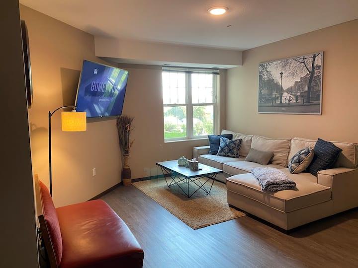 Modern & Spacious 2 bedroom
