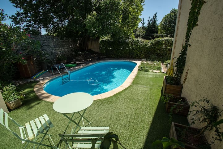 Maison avec piscine pour 6 personnes dans Uzés