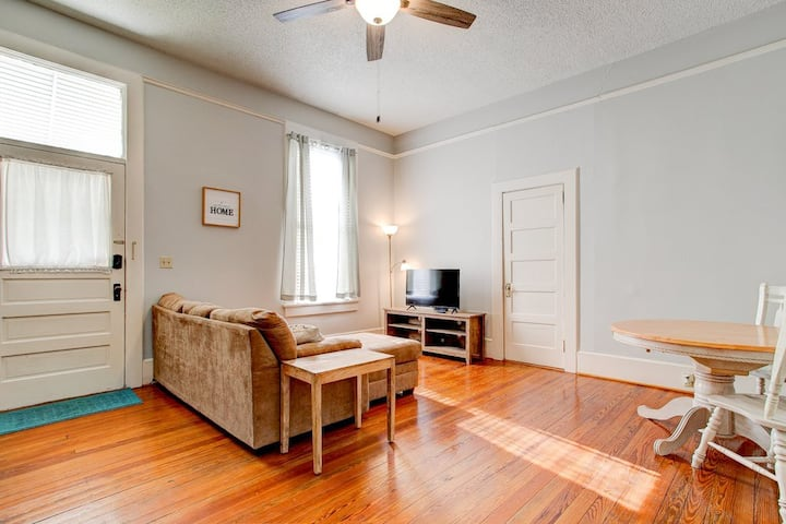 Authentic Downtown Columbia Retreat