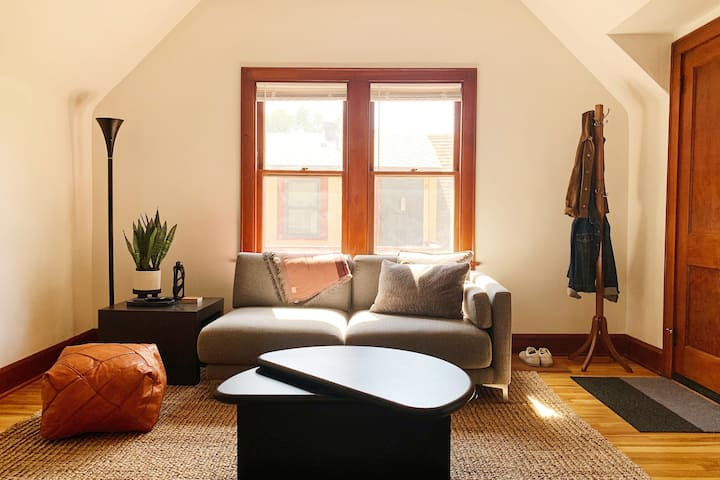 Cozy Top-Unit in Walkable Northeast Arts District