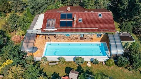 Mechowski Raj - en eksklusiv villa med swimmingpool.