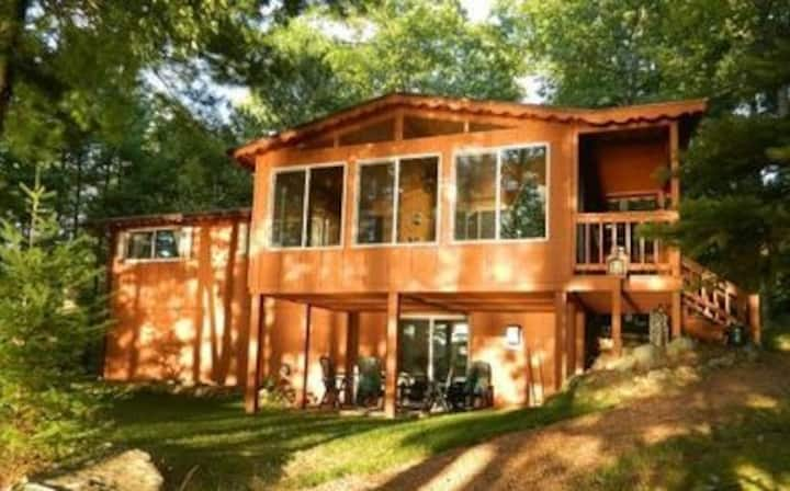 Spectacular waterfront setting, comfy cabin