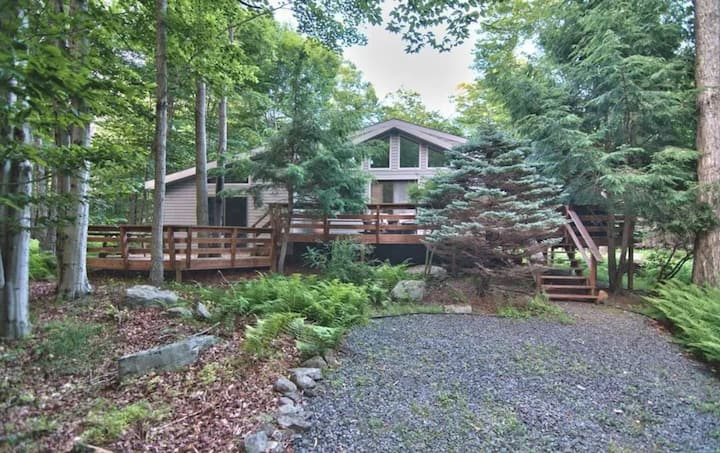 Big Bass Bungalow- Close to Lakes and Hikes
