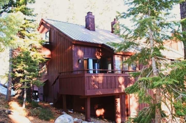 Cozy Condo with Pool, Hot Tub — Walk to Tahoe City