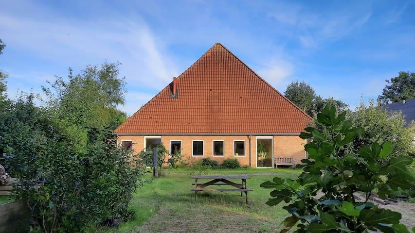 NIEUW Riant vakantiehuis met jacuzzi en ruime tuin