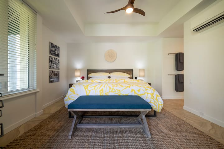 King Master Bedroom with Brand New hybrid memory foam and spring mattress -super comfy with private smart TV for your enjoyment. Amazon Alexa for tunes while you are relaxing. High quality Linen with dream like feather pillows.