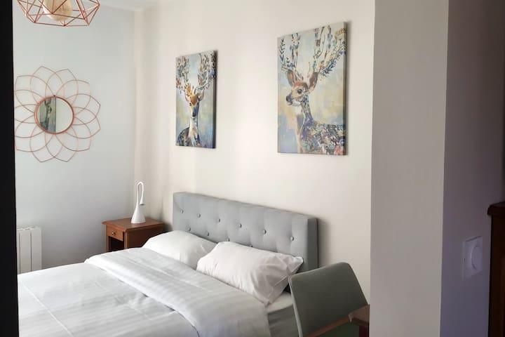 chambre avec lit 140, matelas à mémoire de forme