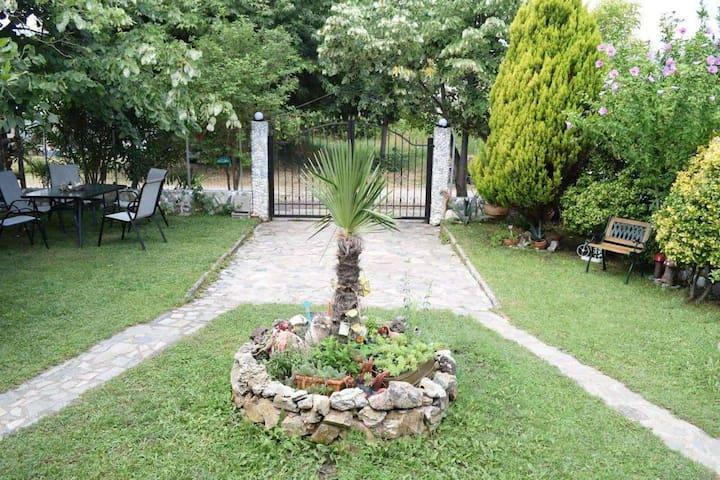 Garden's Villa