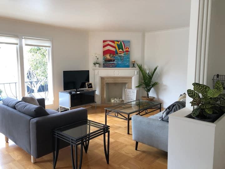 Beautiful Marina Home - 1 block from Marina Blvd!